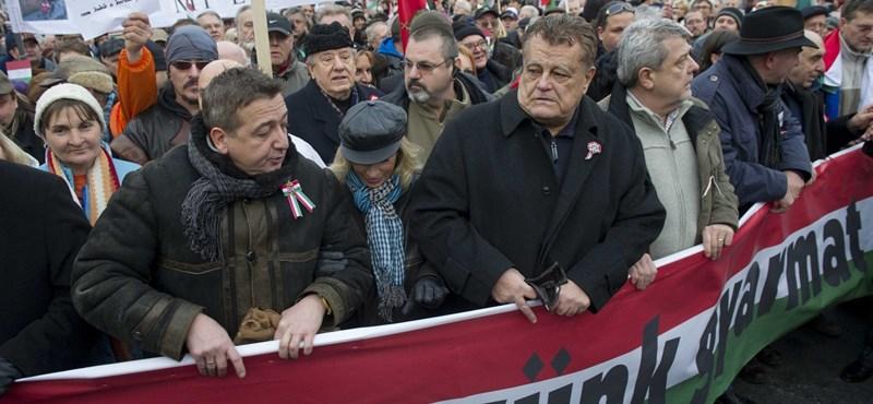 Tényleg a Fidesz-alapítvány pénzeli a békemeneteseket
