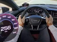 Megmutatta az Audi új csúcsterméke, mit tud az autópályán – videó
