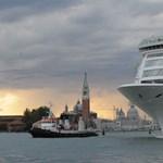 Elege van a gigantikus hajókból Velence polgármesterének