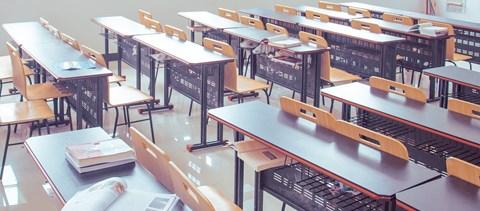 Több százezer forintra büntették a diploma nélkül oktató tanárnőt