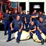 Nem mindennapi csoportkép készült a székesfehérvári tűzoltókról