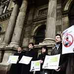 Szobor-mizéria: politikusok nélkül döntenének Marxról a Corvinuson