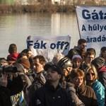 Videó: Tarlós irodájánál tüntettek a római-parti mobilgát ellenzői