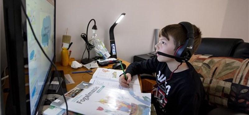 Továbbra is bárhonnan vizsgázhattok, ugyanis maradnak az online nyelvvizsgák