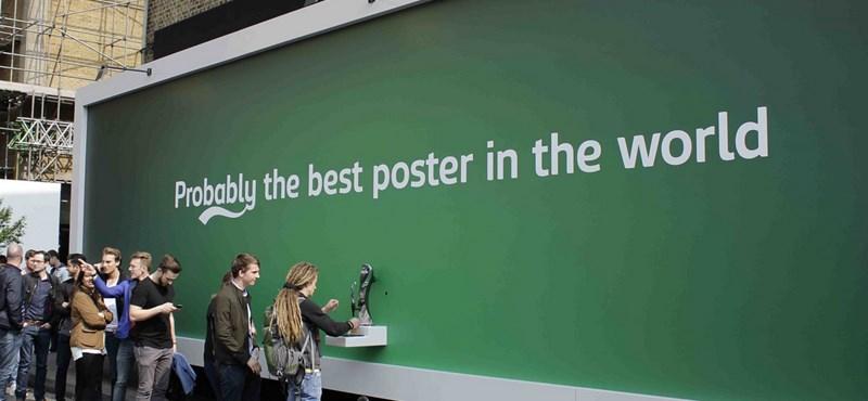 Ingyensört akar? Csapoljon a reklámplakátból!