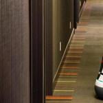 R2D2-t munkára fogták egy kaliforniai hotelben - videó