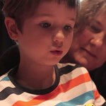 Villamosbolond kisfiú mondja be a megállókat gyereknapon