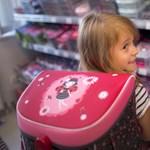 A nagy tanszerbiznisz - szétkaptunk egy táskát is, hogy megtudjuk, ki mennyit keres rajta
