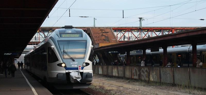 Álló felvonók, omló állomások, félkész projektek - csak úgy szórjuk a pénzt a vasútra