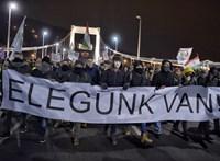 """Külföldön is tüntetnek: """"Lebontjuk Orbánországot és építünk olyat, ahova érdemes lesz hazajönni?"""""""