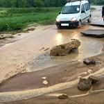 Annyi eső esett, hogy Borsodban beszakadt az út – fotók