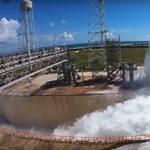 Videó: 1,7+ millió liter vizet locsolt szét a NASA 1 perc alatt, nagyon látványos lett a végeredmény