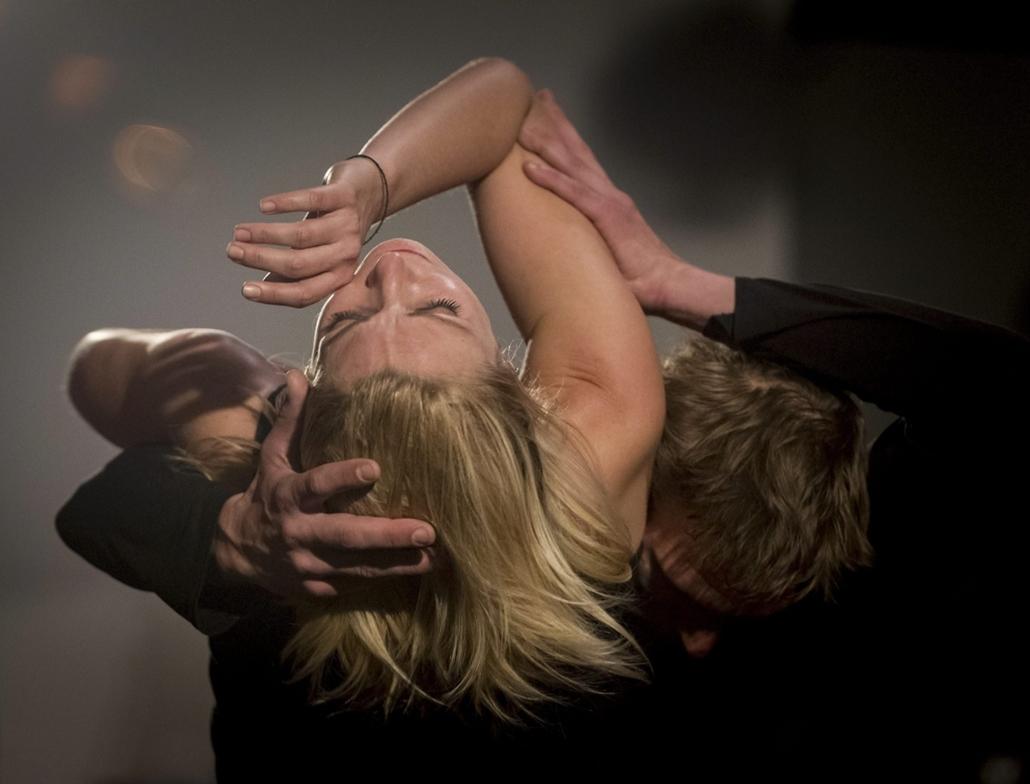 mti. a hét képei - Megnyílt a Gödör Klub Spicc Stúdiója, 2014.10.06. Budapest,  Jantner Emese (b) és Feicht Zoltán (j) táncművészek, valamint az ANEZ zenekar Dancer in the Art című élőzenés performansza a Gödör Klub Spicc Stúdiójának megnyitóján a G3 rend