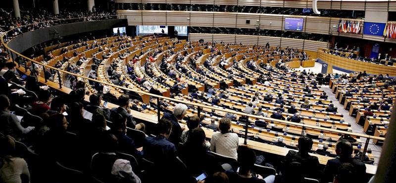 Hatalmas pofont adhat az EP a magyar kormánynak