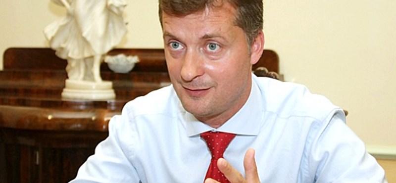 Societas: Kubatov Gábor nem ért az ifjúsághoz