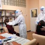 Januárban folytatódik a pedagógusok tesztelése, de már regisztrációhoz kötik