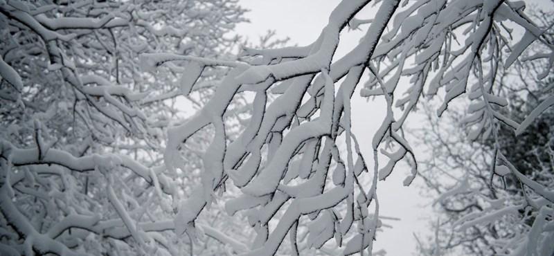 Nagy a hó, 23 település maradt áram nélkül
