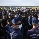 Könnygázt vetettek be, menekülteket állítottak elő a rendőrök késő este