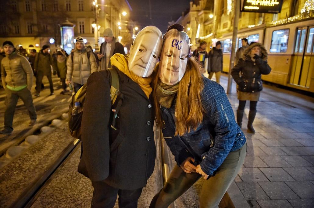 tg.18.12.14. Tüntetés a rabszolgatörvény ellen Szabadság híd