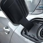 Zöld rendszám: 225-300 lóerős új Peugeot plugin hibridek érkeztek